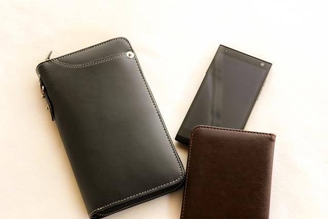 財布とカードケースは分けて持つべき