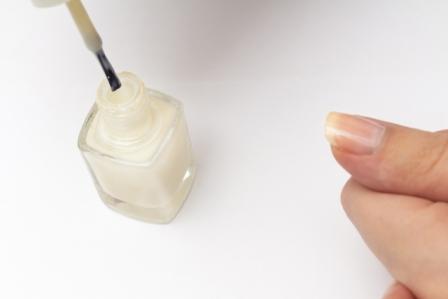 爪美容液で保湿
